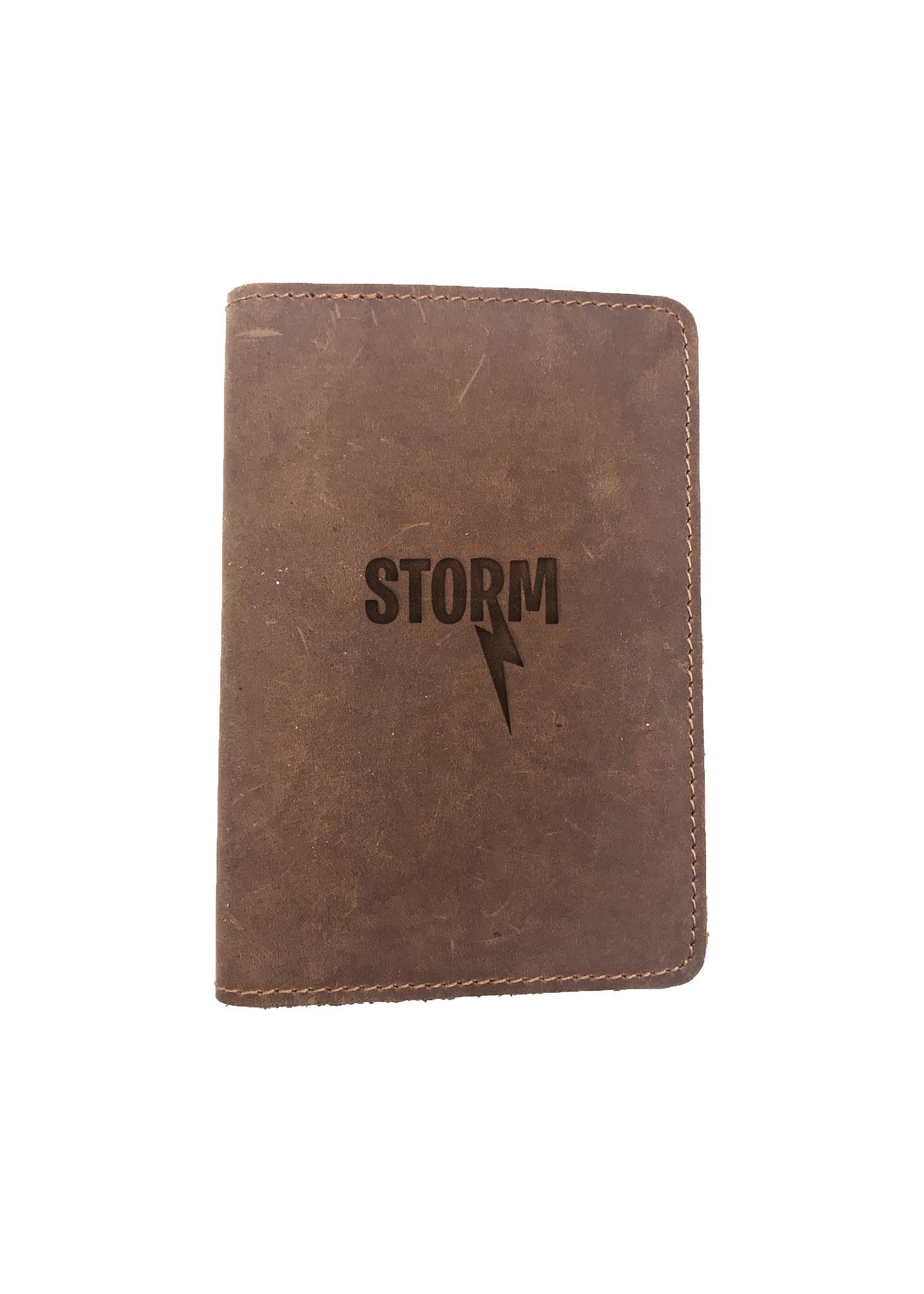 Passport Cover Bao Da Hộ Chiếu Da Sáp Khắc Hình Bão STORM (BROWN)