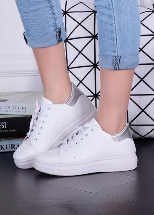 Giày Sneakers Thể Thao Nữ Màu Trắng Đế Cao