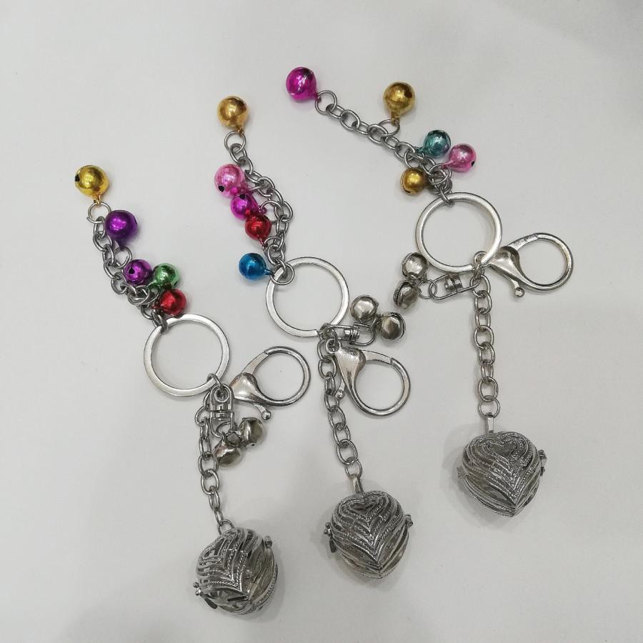Combo 3 móc khóa hình trái tim bằng bạc sắc sảo kèm lục lạc ngũ sắc