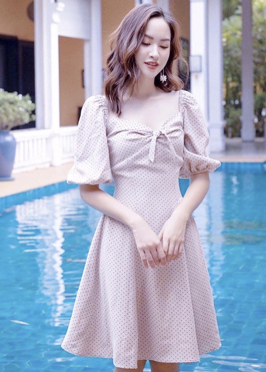 Đầm bi trắng cổ V