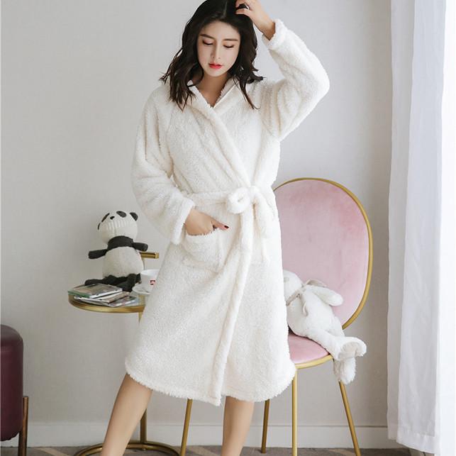 Khăn tắm kiểu áo choàng dành cho nữ có nón tai thỏ CDCT01 trắng