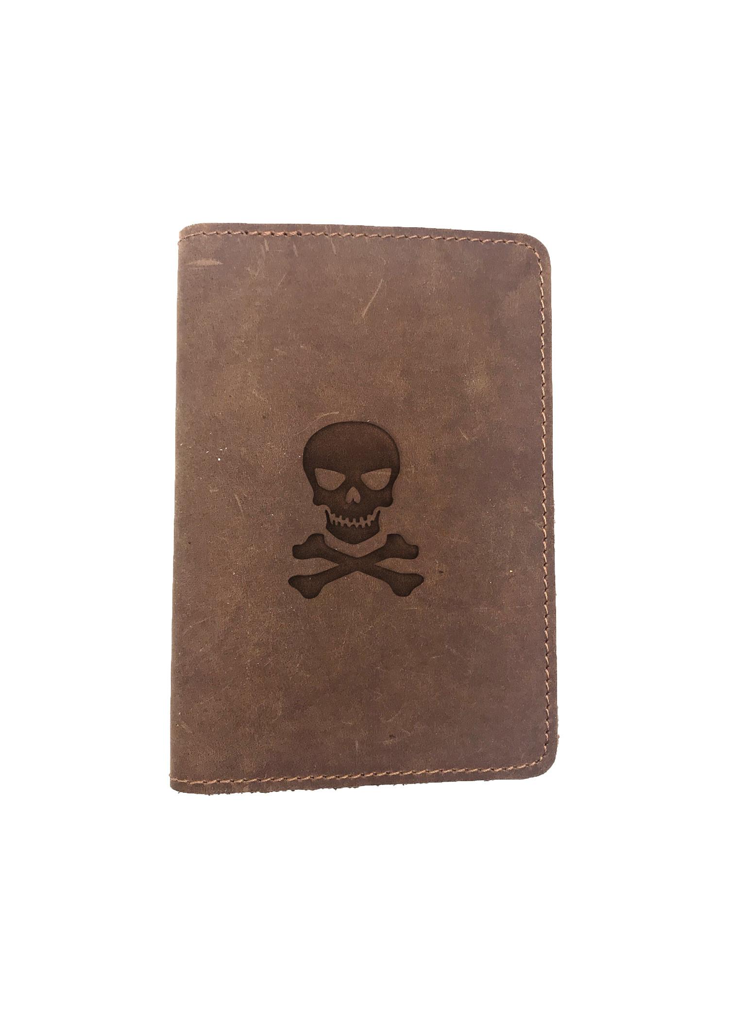 Passport Cover Bao Da Hộ Chiếu Da Sáp Khắc Hình Đầu lâu xương SKULL N CROSSBONES (BROWN)