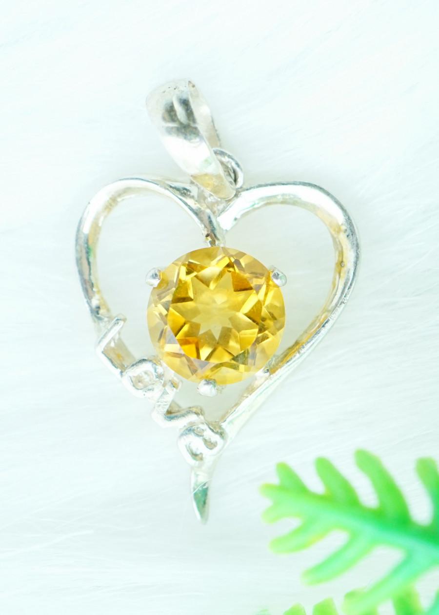 Mặt dây chuyền đá citrine thạch anh vàng tự nhiên kiểu love MCC8
