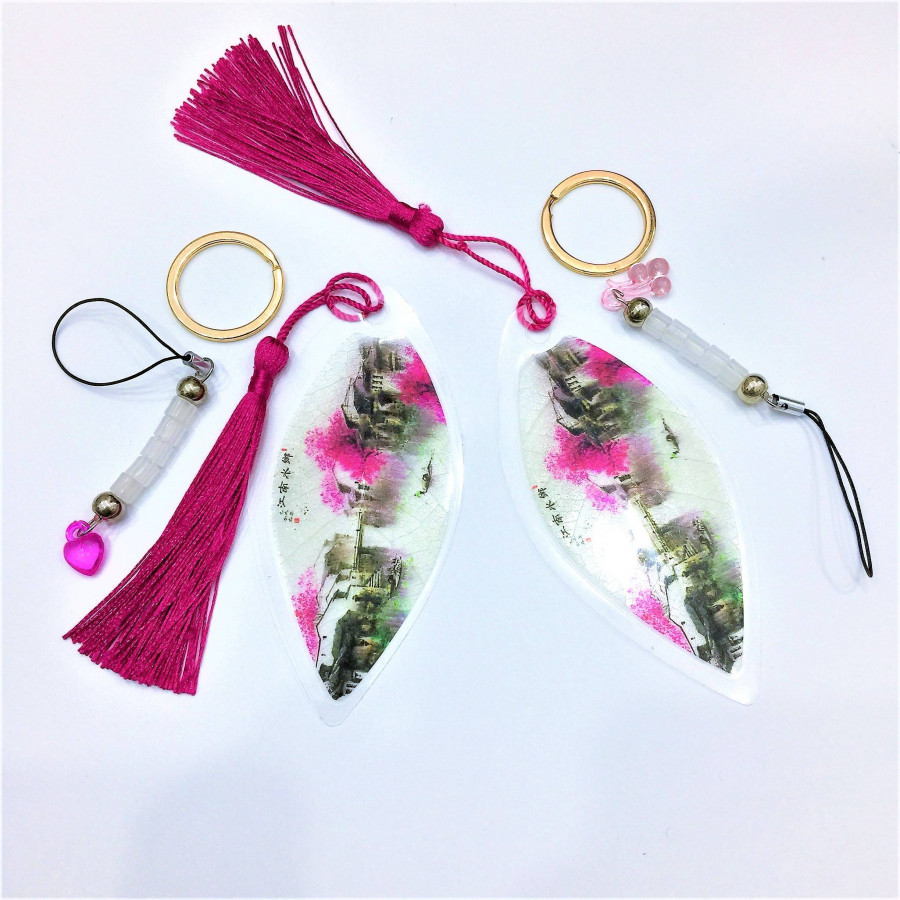 Combo 2 bộ móc khóa bookmark - 2 nền sông nước hồng - 2 tua hồng - tim hồng  chùm nho hồng hồng - cực kỳ độc đáo