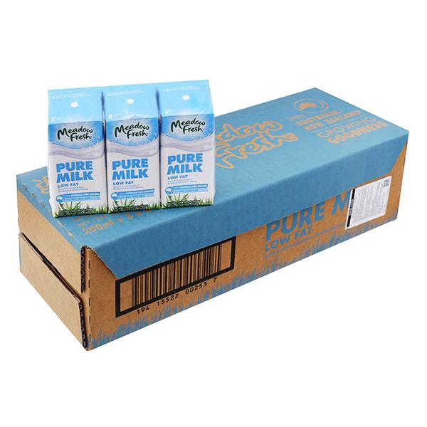 Thùng 24 Hộp Sữa Tươi Ít Béo Meadow Fresh (200ml / Hộp)