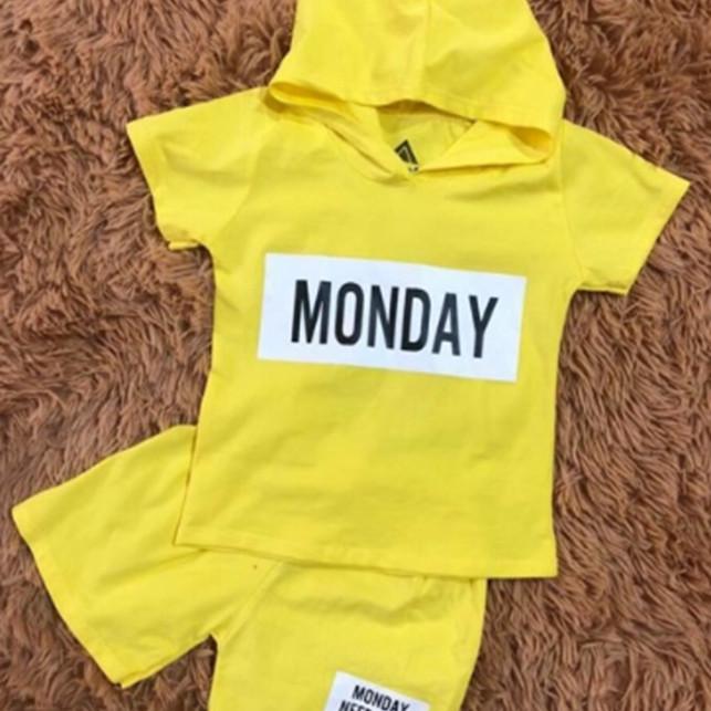 Bộ đồ bé gái - Monday