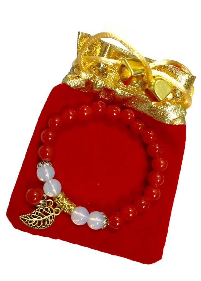 Vòng đeo tay nữ đá thạch anh đỏ charm lá vàng may mắn VDT01 (màu đỏ,hạt 8li)