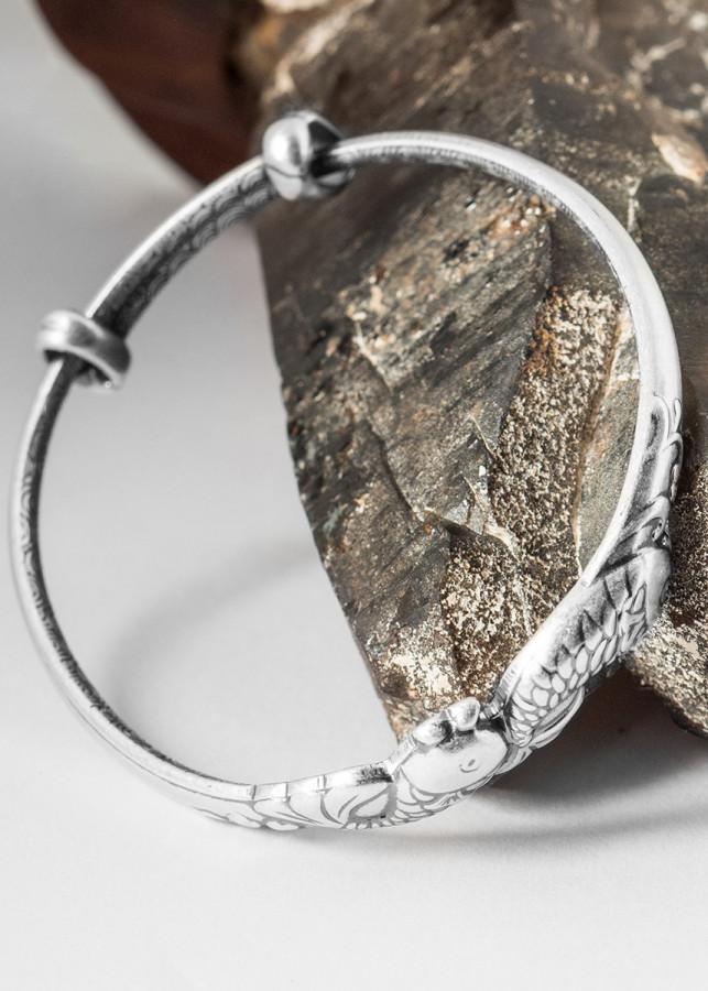 Lắc tay hoa sen khắc song ngư bạc S999 cho trẻ em