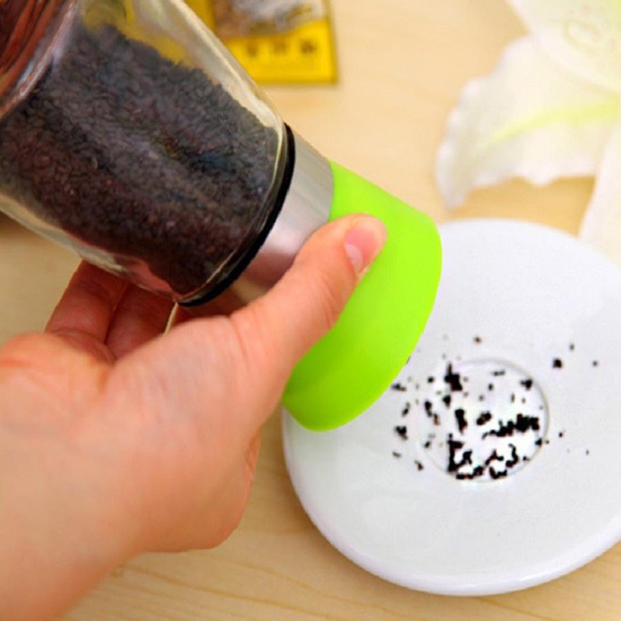 Cối xay hạt tiêu mini cầm tay nắp xanh tiện lợi - Hàng nội địa Nhật