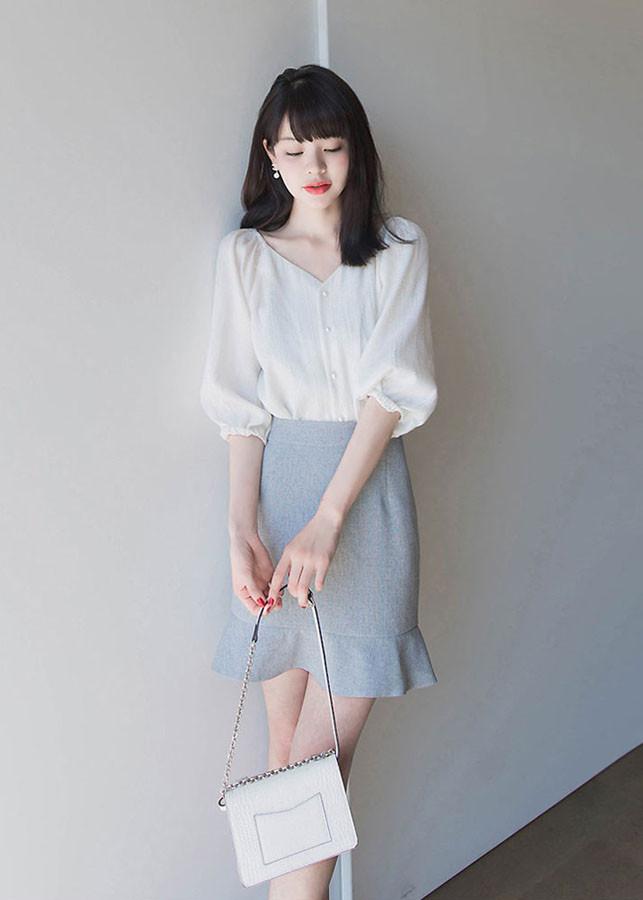 Set áo sơ mi trắng kiểu cổ chữ V và chân váy đuôi cá công sở dự tiệc đi chơi đẹp xinh phong cách Hàn Quốc 2019...