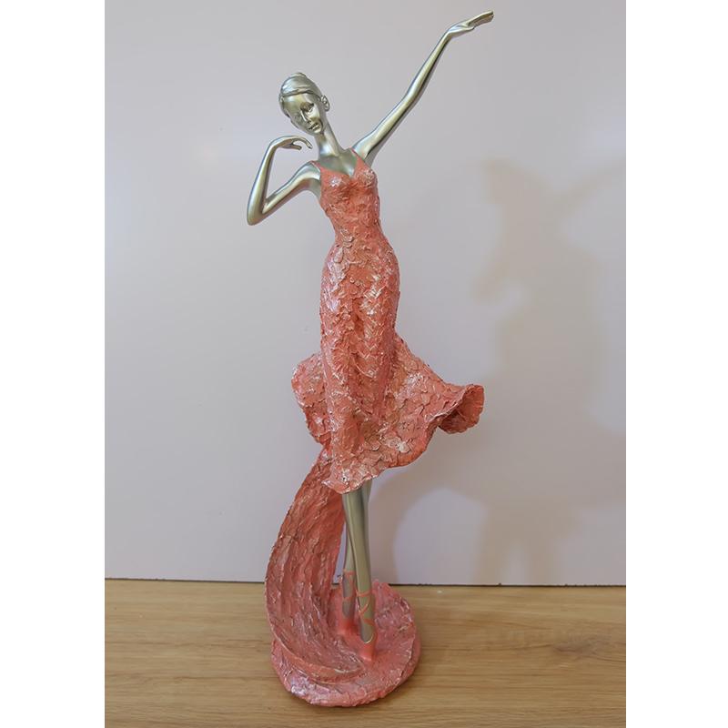Tượng cô gái múa váy hồng