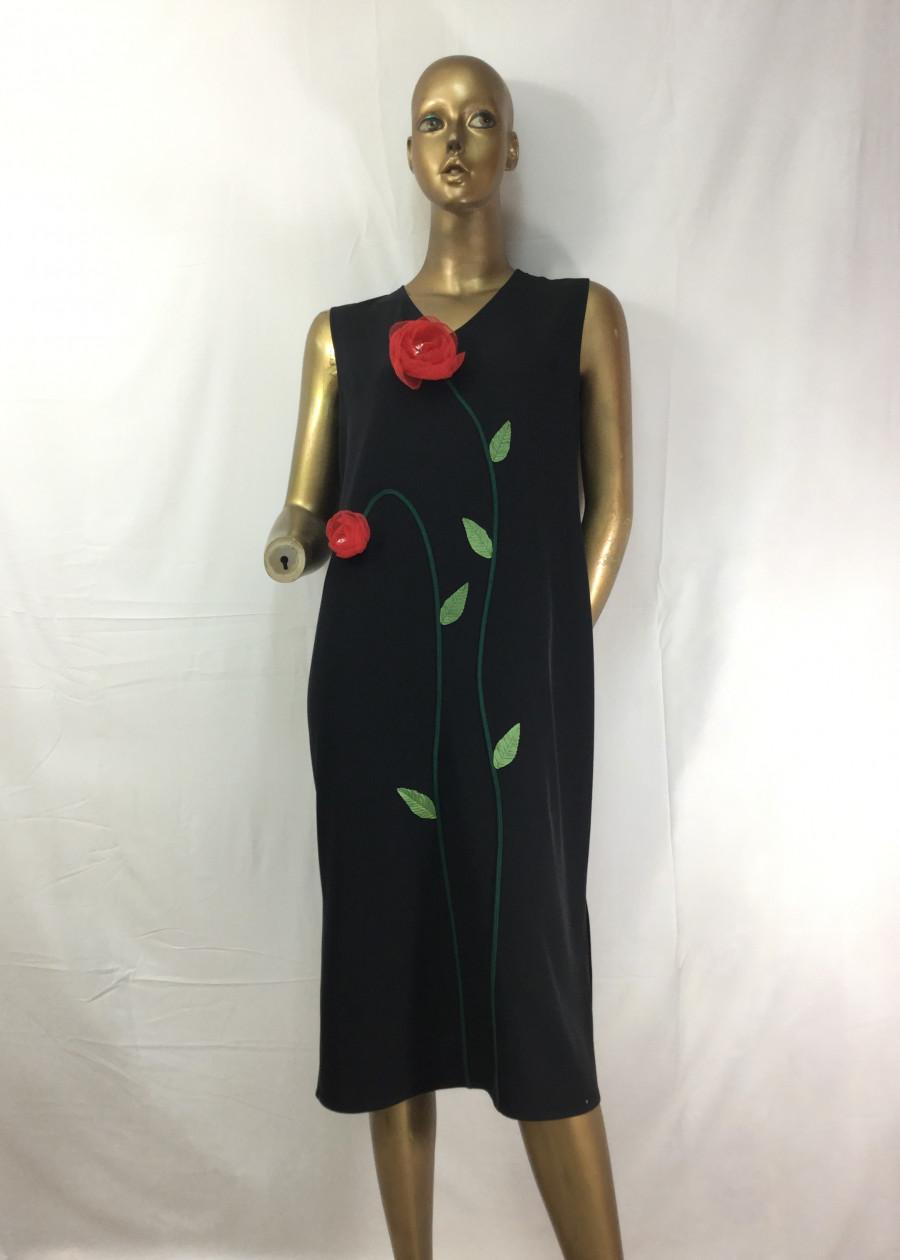 Đầm Suông Giấu Bụng Đen Thêu Hoa Nổi
