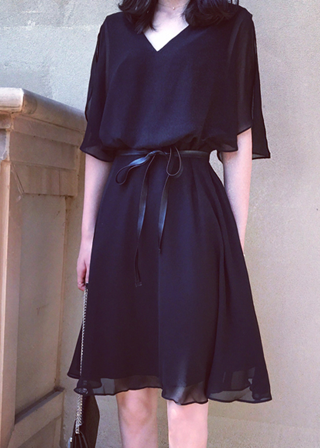 Đầm xòe thời trang cổ chữ V có dây da thắt eo 00102