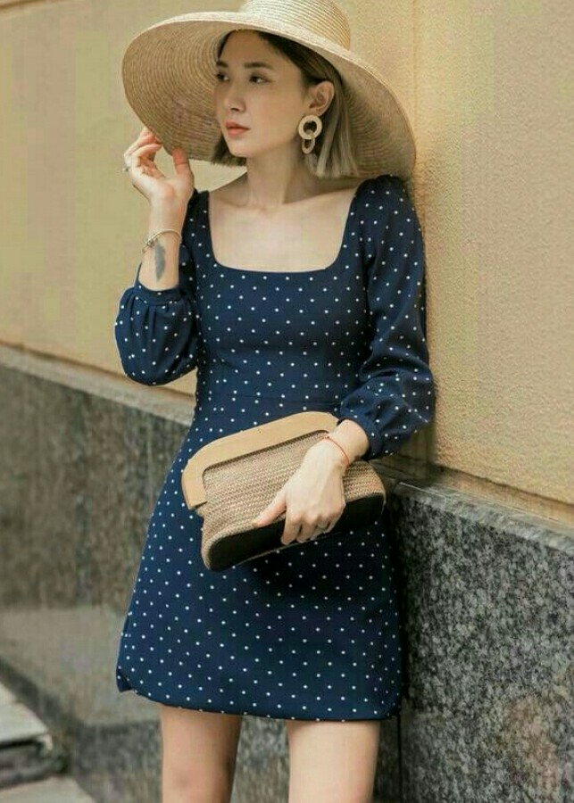Đầm bi xanh cổ vuông