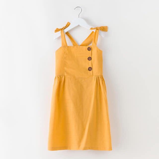 Đầm vàng 3 nút cho bé gái