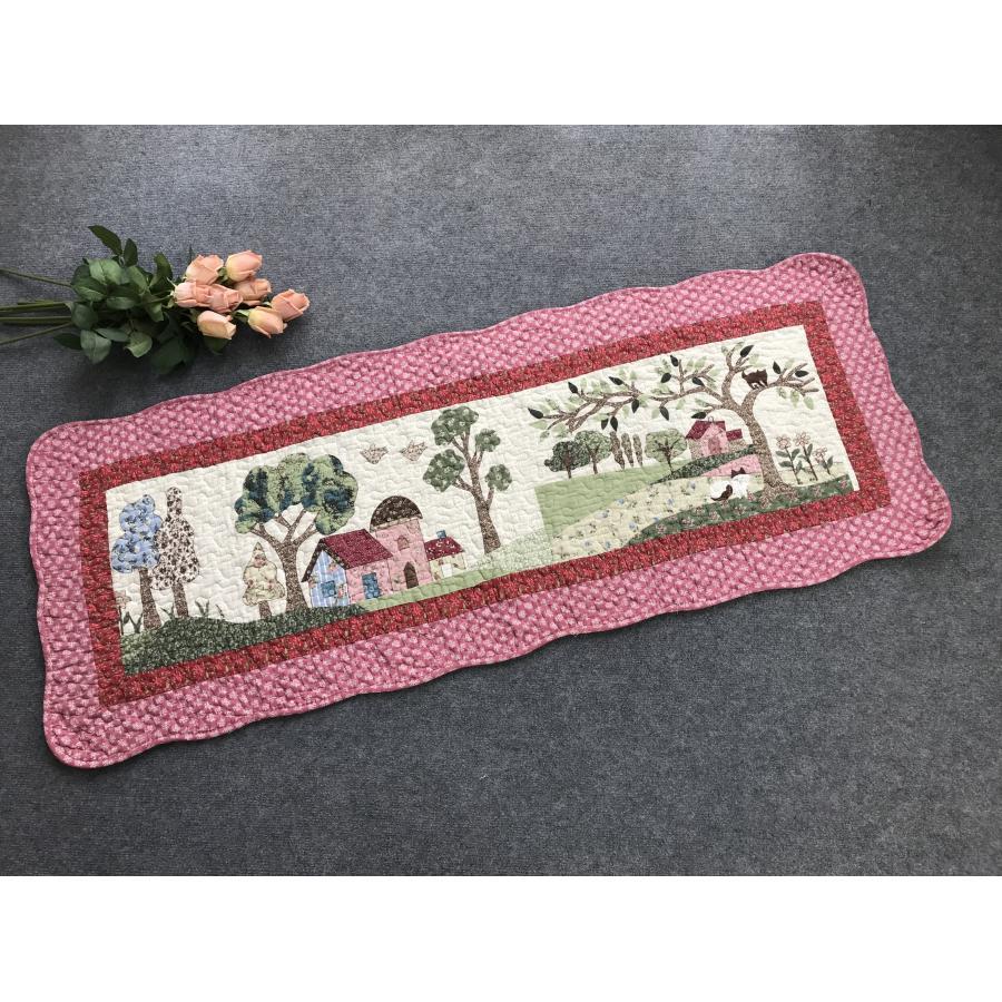 Thảm dài - ngôi nhà hồng, viền hồng - TDA032