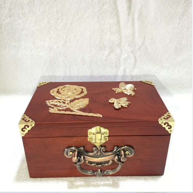 Hộp đựng con dấu - hộp trang sức gỗ hương gắn bông hoa vàng size 19cm có khóa chốt vàng - 2014962 , 3845561351607 , 62_14901905 , 710000 , Hop-dung-con-dau-hop-trang-suc-go-huong-gan-bong-hoa-vang-size-19cm-co-khoa-chot-vang-62_14901905 , tiki.vn , Hộp đựng con dấu - hộp trang sức gỗ hương gắn bông hoa vàng size 19cm có khóa chốt vàng
