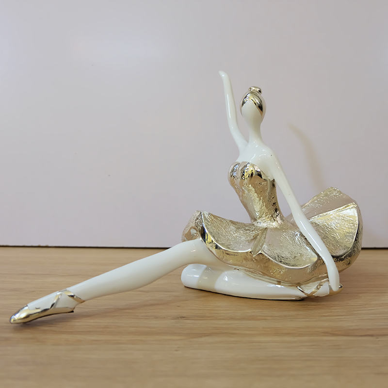 Tượng nghệ sỹ ba lê ngồi