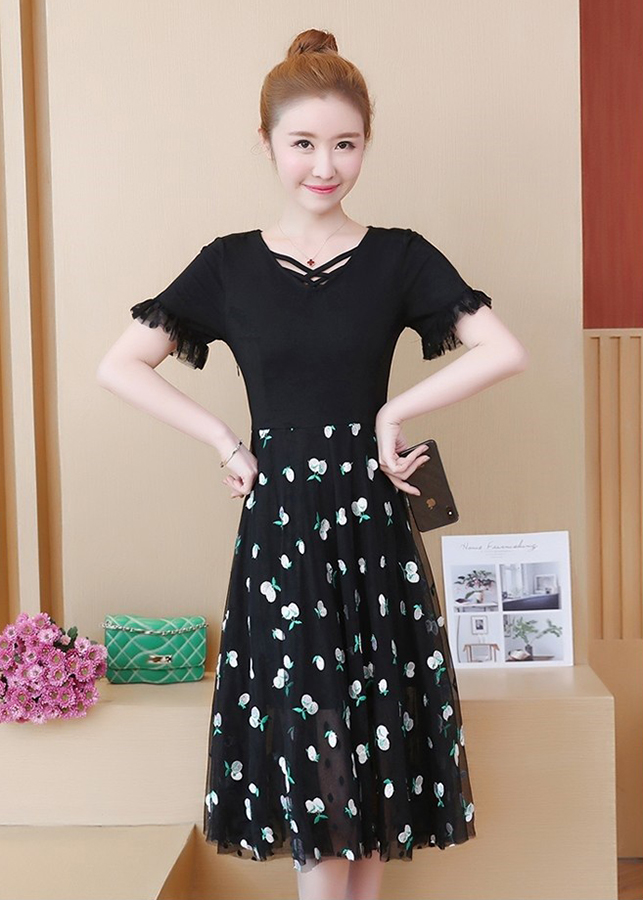 Đầm Xòe Chân Váy Ren Lưới Thêu Họa Tiết