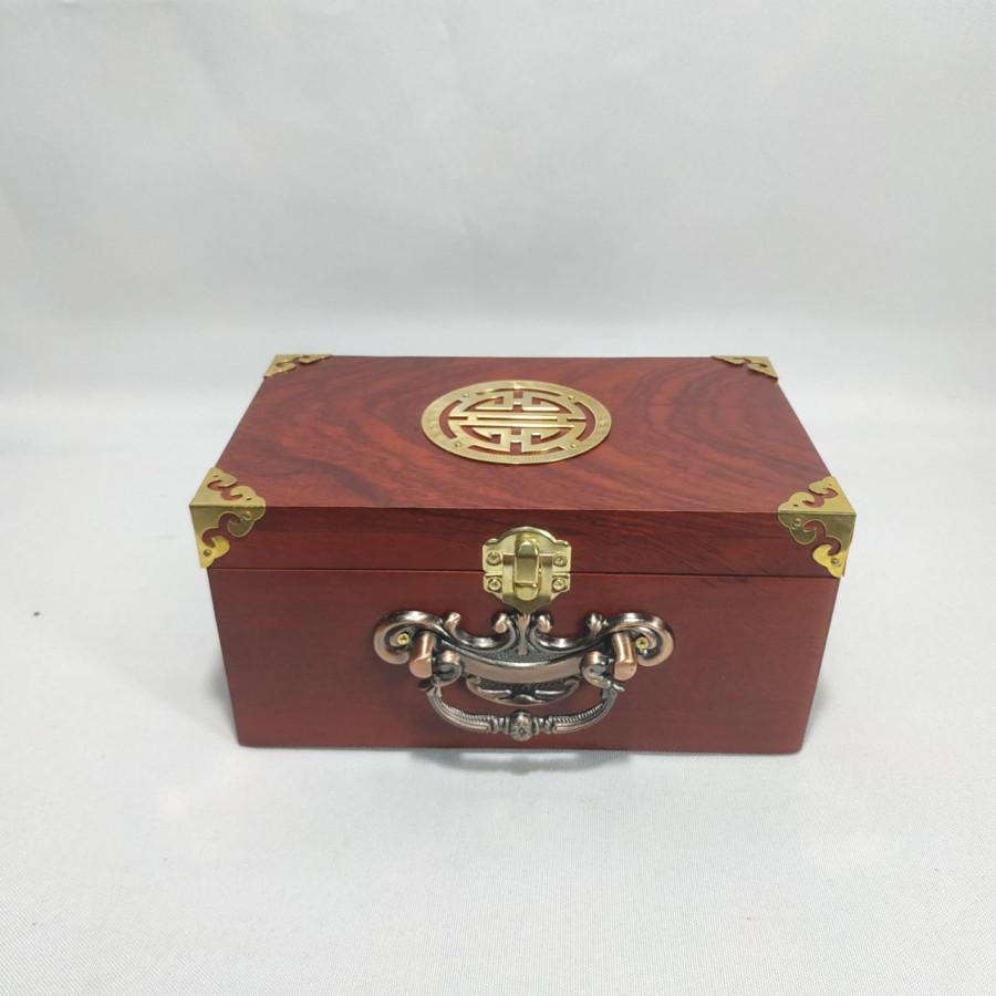 Hộp đựng con dấu - hộp đựng trang sức bằng gỗ hương mặt chữ thọ vàng size 19 - 2014953 , 9709955329105 , 62_14901826 , 700000 , Hop-dung-con-dau-hop-dung-trang-suc-bang-go-huong-mat-chu-tho-vang-size-19-62_14901826 , tiki.vn , Hộp đựng con dấu - hộp đựng trang sức bằng gỗ hương mặt chữ thọ vàng size 19
