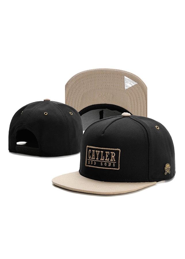 Mũ Snapback Caylor And Sons logo chữ nhật (đen)
