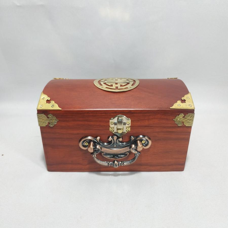 Hộp đựng con dấu - hộp đựng trang sức khum chữ thọ bằng gỗ hương - size 19 - 2014947 , 9593771940473 , 62_14901750 , 700000 , Hop-dung-con-dau-hop-dung-trang-suc-khum-chu-tho-bang-go-huong-size-19-62_14901750 , tiki.vn , Hộp đựng con dấu - hộp đựng trang sức khum chữ thọ bằng gỗ hương - size 19