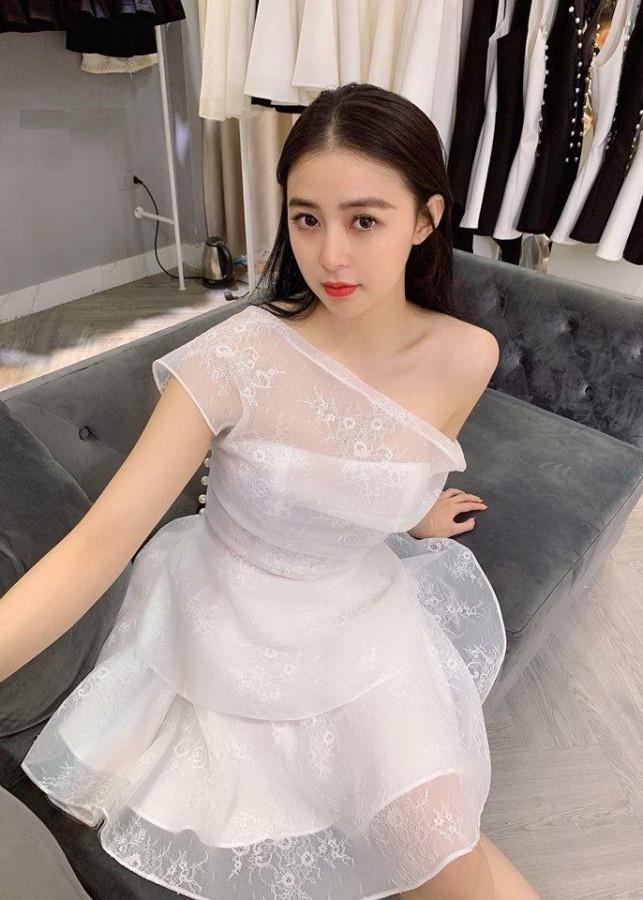 Đầm trắng chéo vai ren lưới trắng tiểu thư