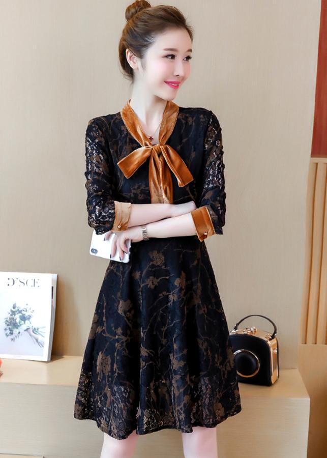 8377841374556 - Đầm xòe ren nữ tính kiểu đầm xòe phối nhung cột nơ cổ màu đen GOTI1263295