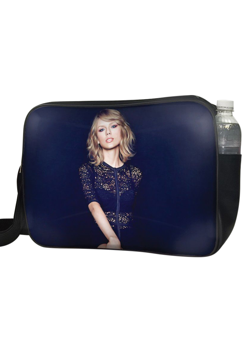 Túi Đeo Chéo Hộp Unisex In Hình Taylor Swift Mặc Đầm Đen - TCUP010