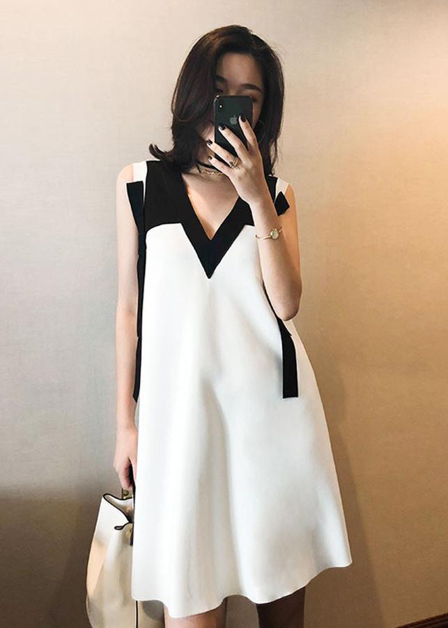 Đầm Suông Phối Đen Trắng Thân Sau Dập Li
