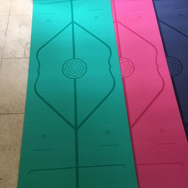 Thảm định tuyến Beauty Yoga Mat tặng kèm túi đeo