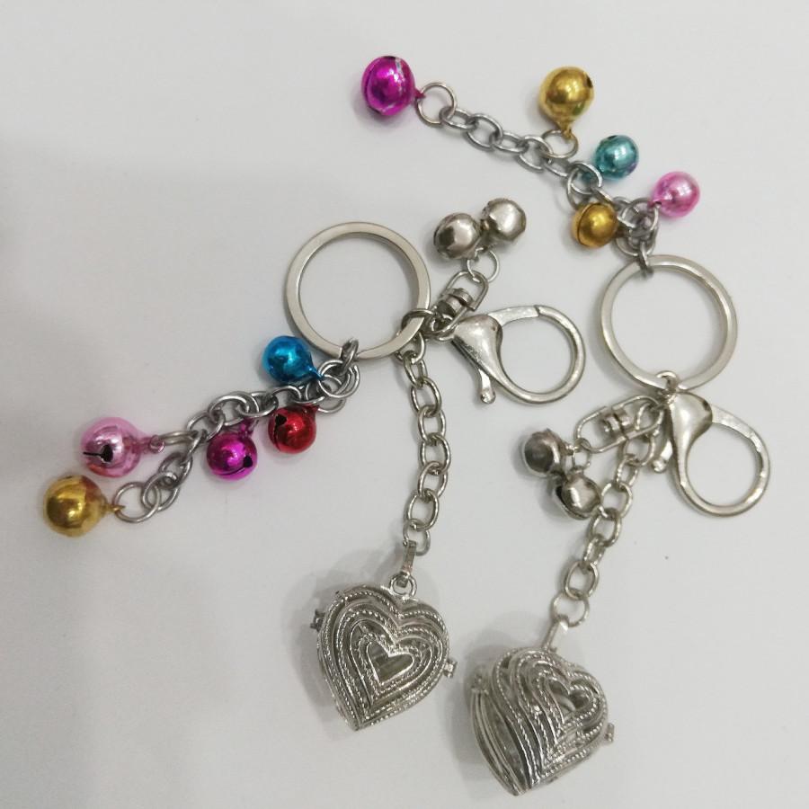Combo 2 móc khóa hình trái tim bằng bạc sắc sảo kèm lục lạc ngũ sắc