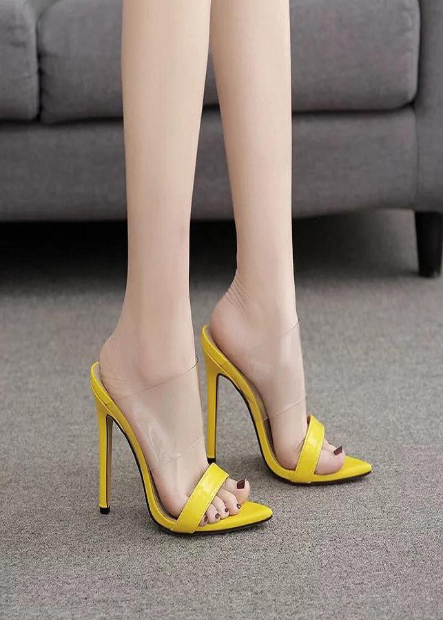 Giày cao gót quai trong bản lớn
