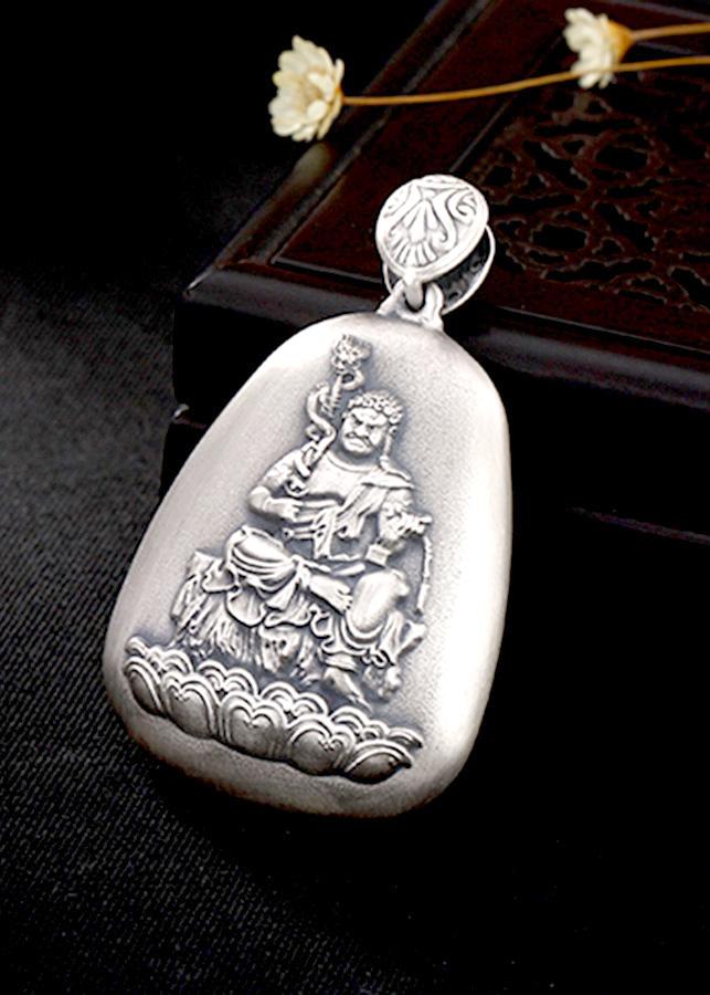 Mặt Dây Chuyền Bạc Phật Bất Động Minh Vương Dành Cho Người Tuổi Dậu