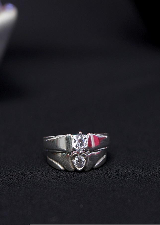 Nhẫn đôi Glosbe 9 xi bạch kim cỡ trung