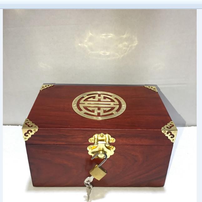 Hộp đựng trang sức - hộp đựng con dấu mặt chữ thọ vàng bằng gỗ hương size 19cm - kèm khóa mini - 2014945 , 6390416856280 , 62_14901734 , 650000 , Hop-dung-trang-suc-hop-dung-con-dau-mat-chu-tho-vang-bang-go-huong-size-19cm-kem-khoa-mini-62_14901734 , tiki.vn , Hộp đựng trang sức - hộp đựng con dấu mặt chữ thọ vàng bằng gỗ hương size 19cm - kèm k