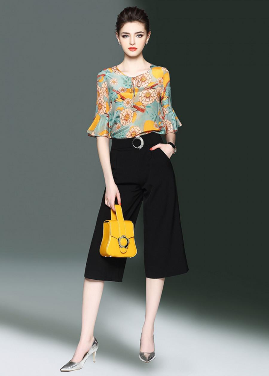 Bộ đồ công sở nữ đẹp áo in hoa tay xòe quần ống rộng màu đen B412