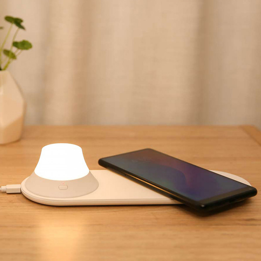 Yeelight Wireless Quick Fast Charger USB Charging Port Design with Separated Magnetic Design 7 LED Double Color