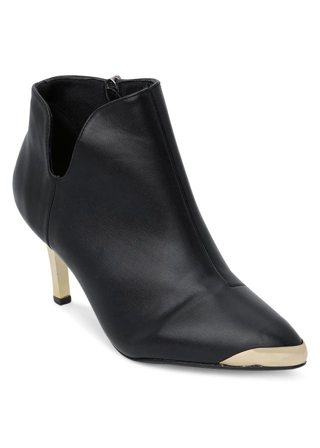 Giày Boot Nữ Cổ Thấp Chữ V Rosata RO37 - Đen - 9384683 , 6335625674133 , 62_1704171 , 780000 , Giay-Boot-Nu-Co-Thap-Chu-V-Rosata-RO37-Den-62_1704171 , tiki.vn , Giày Boot Nữ Cổ Thấp Chữ V Rosata RO37 - Đen