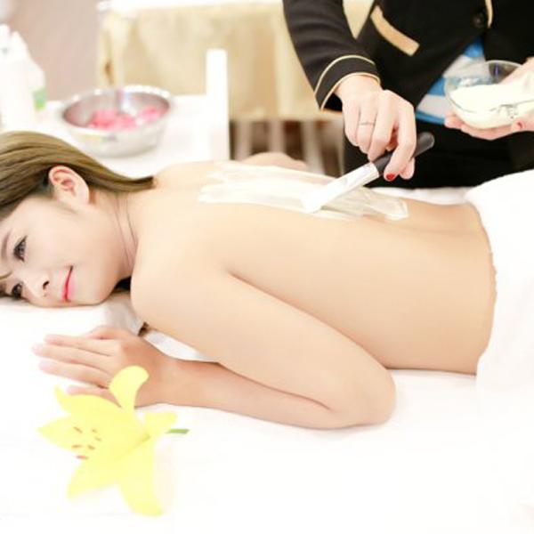 Tắm trắng siêu dưỡng ẩm tại DearMe Beauty Spa