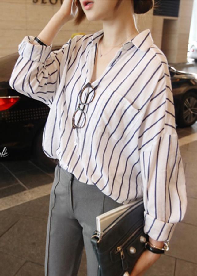 Áo sơ mi nữ form rộng kẻ sọc dài tay phong cách Hàn Quốc A-LAH05 (Trắng sọc đen) - 1523277 , 3164903733483 , 62_15359430 , 200000 , Ao-so-mi-nu-form-rong-ke-soc-dai-tay-phong-cach-Han-Quoc-A-LAH05-Trang-soc-den-62_15359430 , tiki.vn , Áo sơ mi nữ form rộng kẻ sọc dài tay phong cách Hàn Quốc A-LAH05 (Trắng sọc đen)