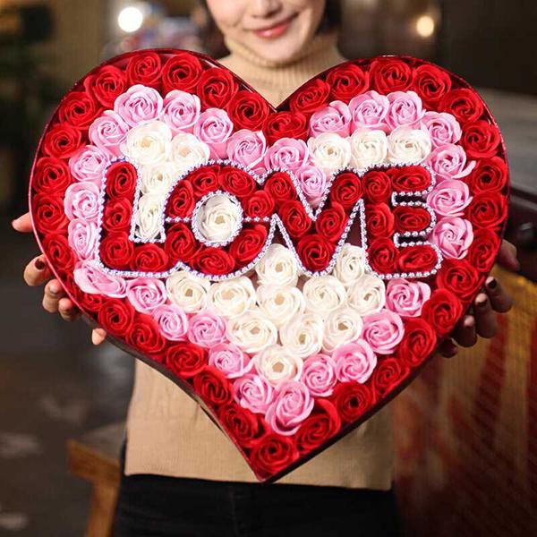 Hộp quà trái tim hoa hồng sáp 99 bông chữ LOVE V.2 - Màu Đỏ - 1426216 , 2315218110099 , 62_11137617 , 639000 , Hop-qua-trai-tim-hoa-hong-sap-99-bong-chu-LOVE-V.2-Mau-Do-62_11137617 , tiki.vn , Hộp quà trái tim hoa hồng sáp 99 bông chữ LOVE V.2 - Màu Đỏ