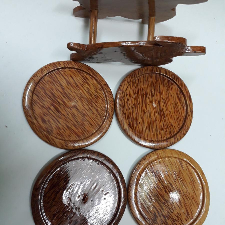 Bộ đế lót ly 4 cái hình tròn 9 x 9cm làm bằng gỗ dừa (giao hình ngẫu nhiên)