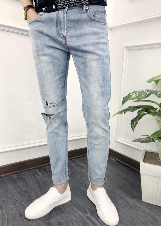 Quần jean dài nam xanh nhạt -rách gối - phối thêu - B1129