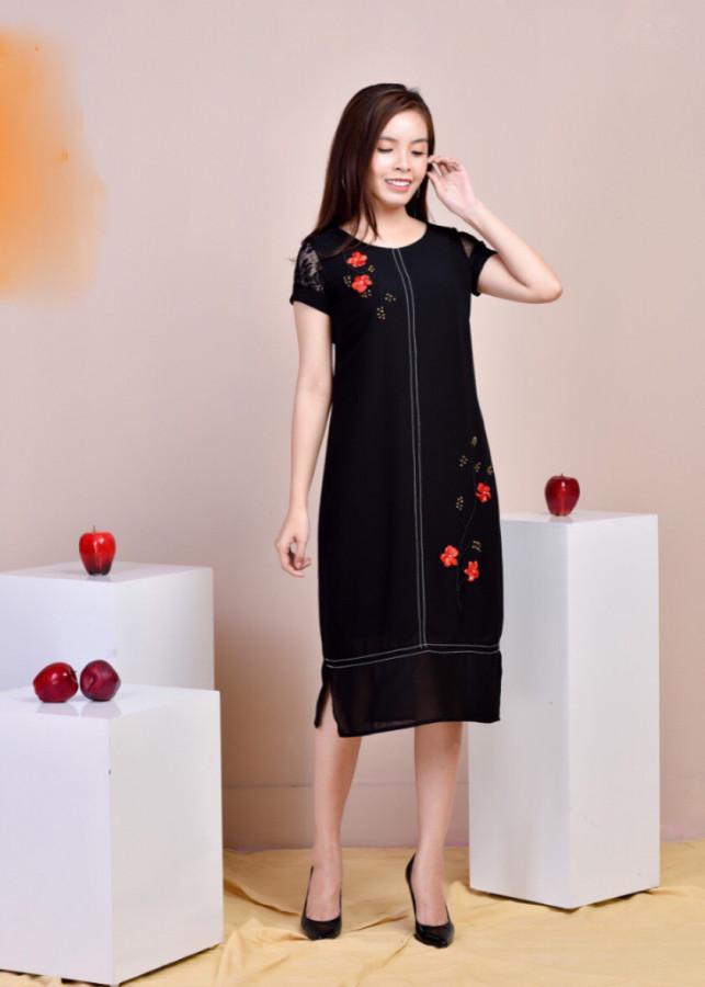 Đầm suông đen đính hoa trẻ trung