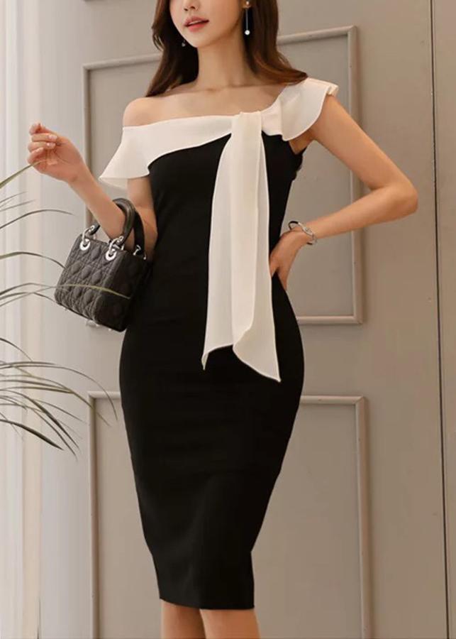 Đầm body đen phối trắng trễ vai - DT830