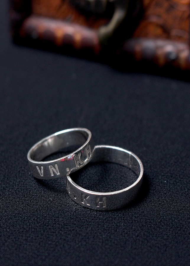 Nhẫn đôi Glosbe 14 xi bạch kim cỡ lớn