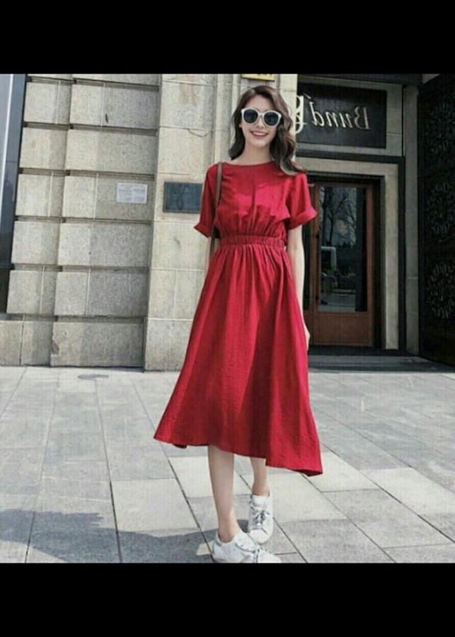 Đầm đỏ nút sau