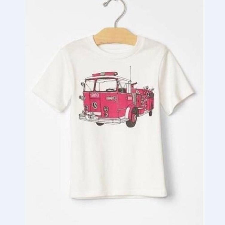 Áo phông trắng in hình xe cứu hỏa