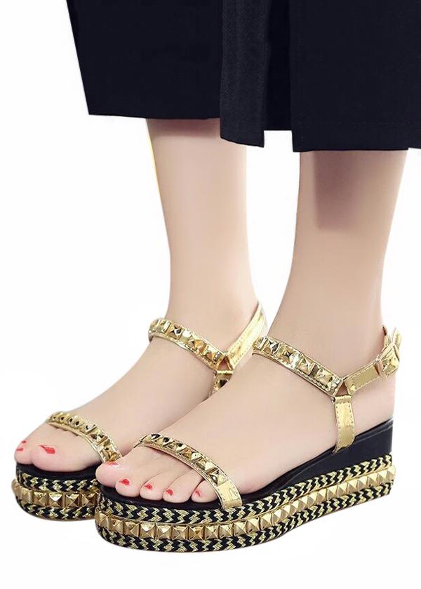 Giày Sandal Đế Xuồng Đinh Tán